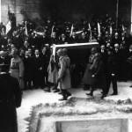 Le 28 janvier 1921 - La mise au tombeau du Soldat Inconnu dans EPHEMERIDE MILITAIRE Arrivée-au-tombeau-150x150